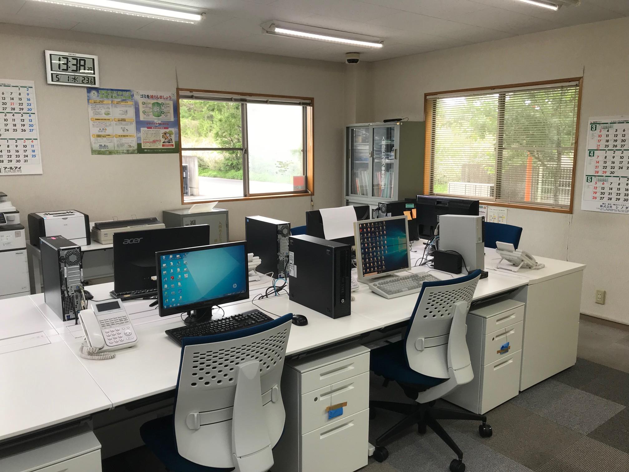 オフィス家具レイアウト変更・配線整理事例